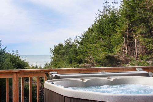 Nesika Beach House - Gold Beach, OR Vacation Rental