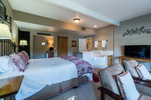 All Seasons River Inn Suite D  -  Vacation Rental - Photo 1