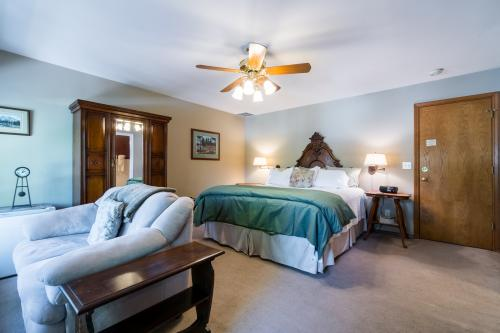 All Seasons River Inn Suite B  -  Vacation Rental - Photo 1