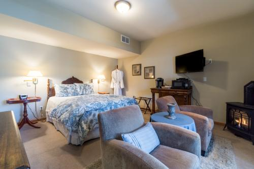 Suite E Cascade  -  Vacation Rental - Photo 1