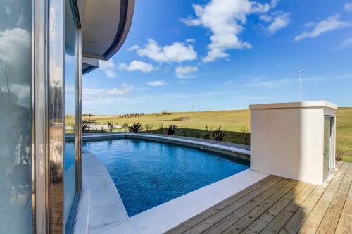 Moderno apartamento frente al mar y piscina - Azure Towers - Punta del Este, Uruguay Vacation Rental