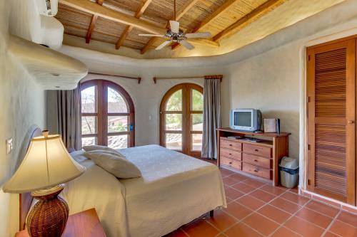 Pelican Eyes: Verde Guest Room -  Vacation Rental - Photo 1