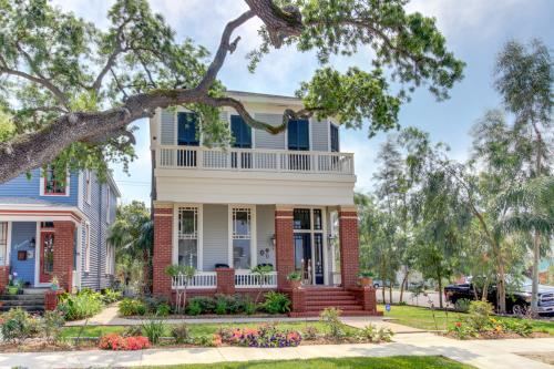 1883 Levy - Bowden House and Carriage House -  Vacation Rental - Photo 1