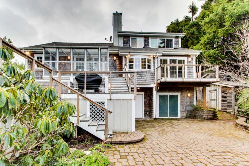 Edgewater House -  Vacation Rental - Photo 1