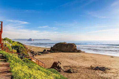 Cayucos Beach House - Downstairs Studio - Cayucos, CA Vacation Rental