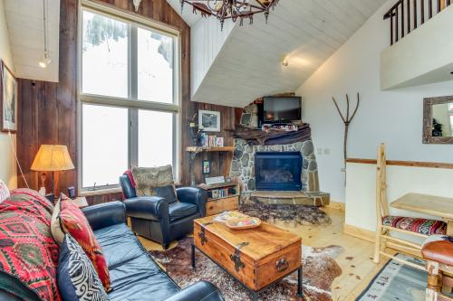 Double Diamond Ski-in/Ski-out Chalet -  Vacation Rental - Photo 1