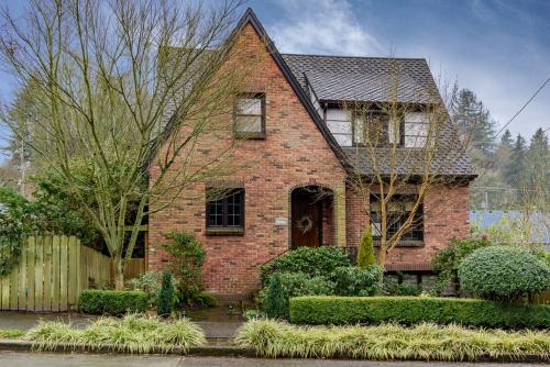 Montlake Home to Remember -  Vacation Rental - Photo 1