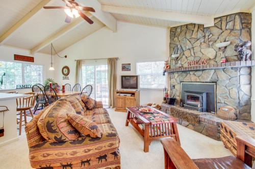 Quiet Forest Getaway -  Vacation Rental - Photo 1
