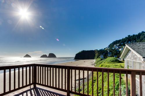 Finley Rock #12 - Oceanside Vacation Rental