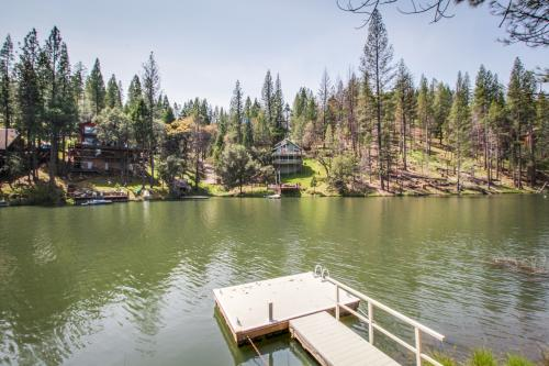 Pinetop Lakefront Home - Groveland, CA Vacation Rental