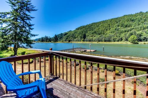 Alsea River Getaway with Floating Boat Dock - Waldport Vacation Rental