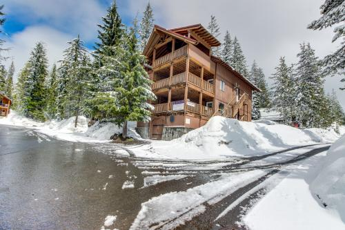 Little Trail Lodge - Government Camp, OR Vacation Rental