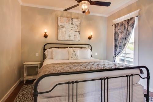 Wine Country Cottages on Main: The Manor - Fredericksburg, TX Vacation Rental