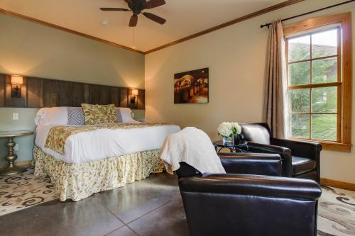 Wine Country Cottages on Main: The Cellar - Fredericksburg, TX Vacation Rental