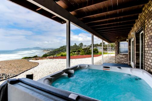 Newport Oceanfront Estate with Hot Tub - Upper Level - Newport, OR Vacation Rental