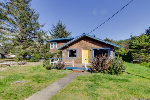 Pacific Breeze Hideaway -  Vacation Rental - Photo 1