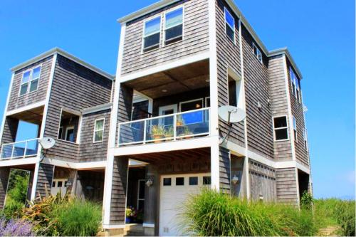 Lakeside Haven - Rockaway Beach Vacation Rental