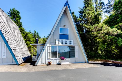 Alpine Chalet #11 Half Loft - Otter Rock, OR Vacation Rental