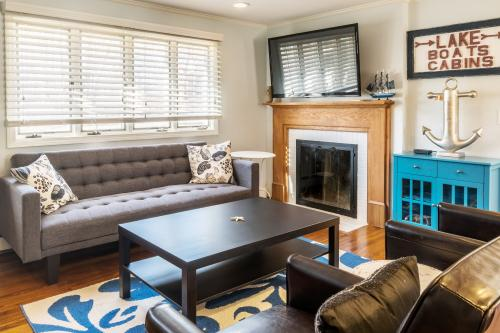 """The """"  B's """" Beach Cottage -  Vacation Rental - Photo 1"""