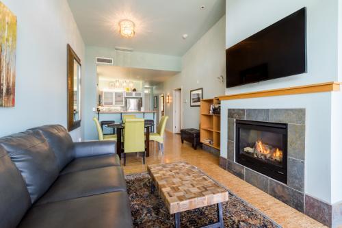 Chelan Resort Suites: Lakeview Luxury (#408) - Chelan Vacation Rental - Photo 1