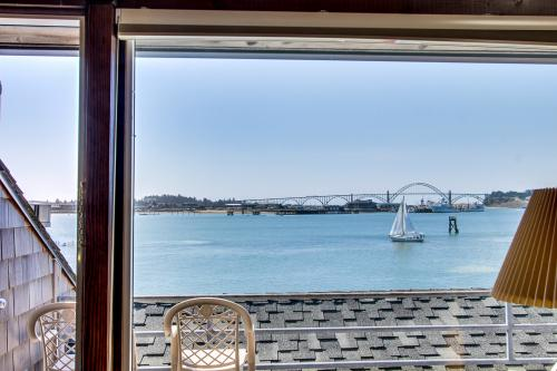 Embarcadero 444: Yaquina Panorama - Newport Vacation Rental