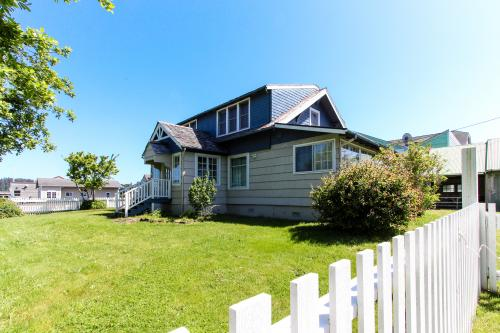 Maple Street Beach House - Waldport, OR Vacation Rental