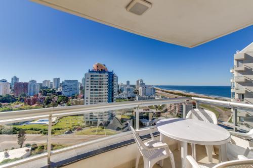 Apart con piscina interior y exterior - South Beach - Punta del Este, Uruguay Vacation Rental