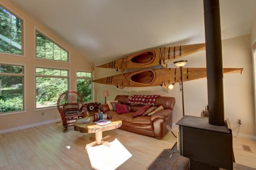 Pine Tree Chalet in Timberline Rim - Rhododendron Vacation Rental