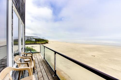 Crow's Nest Ocean Front Vacation Rental - Yachats Vacation Rental