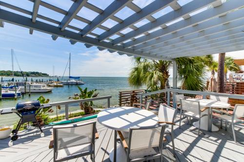 Pensacola Bay Studio At Pier One Marina -  Vacation Rental - Photo 1