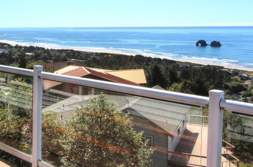Pacific Views Villa - Rockaway Beach Vacation Rental