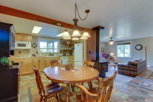 Chandler Mountain View Cottage - Cascade, ID Vacation Rental