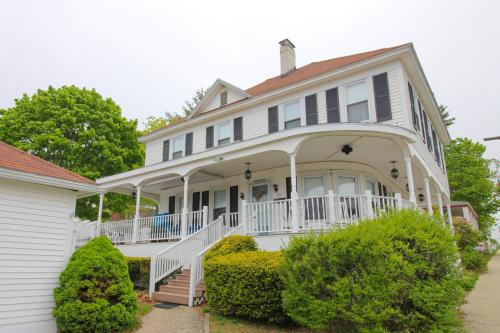 The Hoxie House -  Vacation Rental - Photo 1