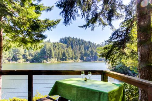 Rustic Retreat on Mercer Lake - Florence, OR Vacation Rental