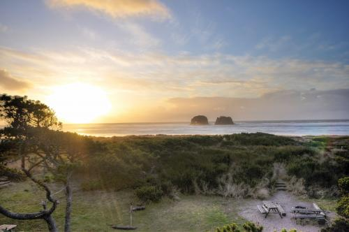 Arnold Beach House - Rockaway Beach, OR Vacation Rental