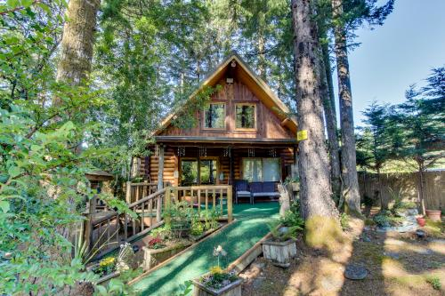 Tall Pines Log Cabin - Florence Vacation Rental
