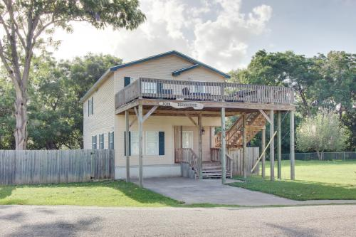 Lakeside Bunkhouse - New Braunfels , TX Vacation Rental