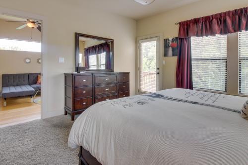Austin vacation rentals short term rentals vacasa for Austin cabin rentals
