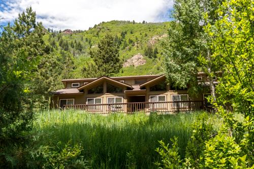 Three Sisters Peak Cabin at Filoha Meadows - Redstone, CO Vacation Rental