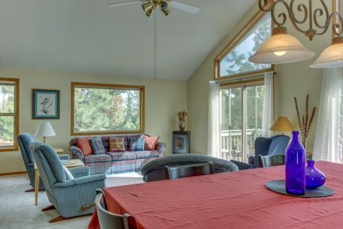 Sisters Big View Chalet - 70118 Pinto Drive  -  Vacation Rental - Photo 1