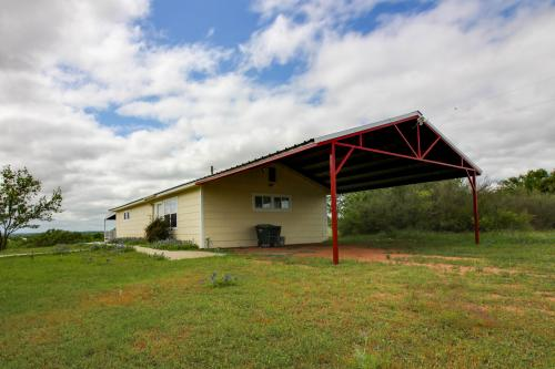 Llano Country Cottage - Llano, TX Vacation Rental
