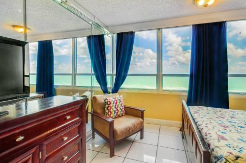 Castle Beach: Seaside Sunrise - Miami Beach, FL Vacation Rental