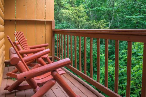 Bear Hugs Cabin - Pigeon Forge, TN Vacation Rental