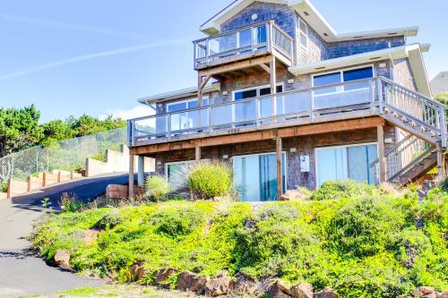 Lincoln Beach Retreat - Depoe Bay Vacation Rental