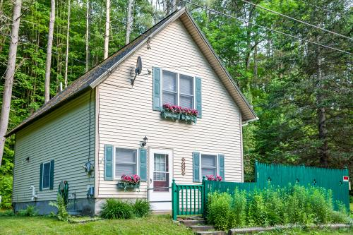 Sweet Pauline Cottage -  Vacation Rental - Photo 1