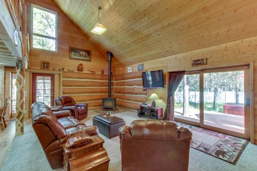 Artists Cabin Near the Deschutes River - Sunriver, OR Vacation Rental
