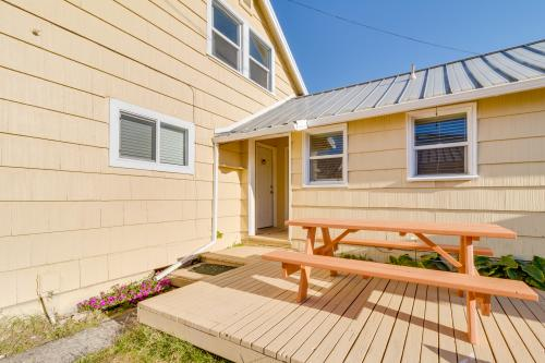 Dolphin 2 - Rockaway Beach, OR Vacation Rental