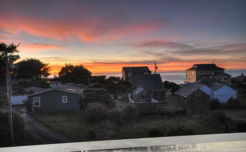 Lincoln City Ocean View Lodge - Lincoln City Vacation Rental