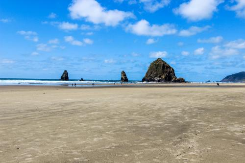 Baerfoot Bungalow - Cannon Beach, OR Vacation Rental