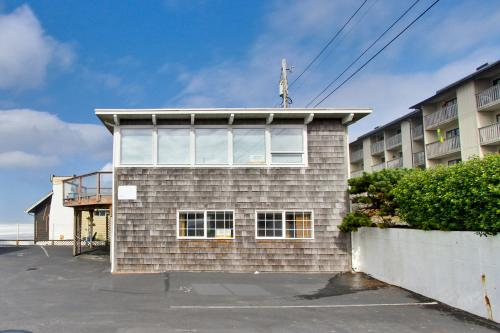 Flounder's Crib  Condo - Lincoln City Vacation Rental